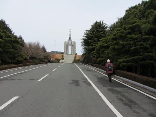 步行往釜山中央公園忠魂塔