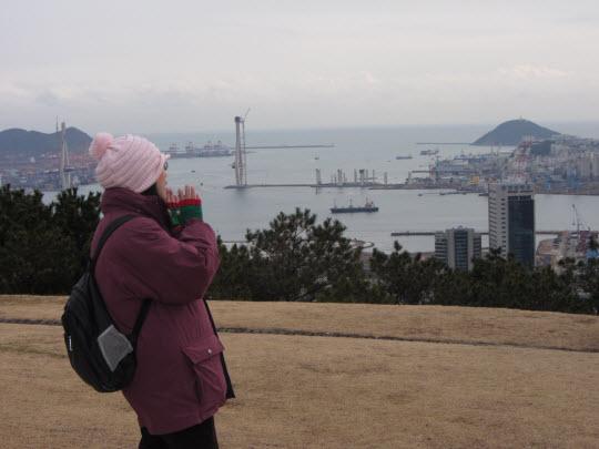 釜山中央公園忠魂塔俯瞰釜山港景色