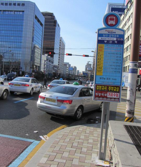 釜山驛往釜山民主公園巴士站位置