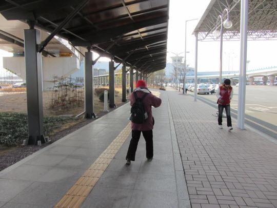 釜山金海國際機場步行往金海輕軌線空港站