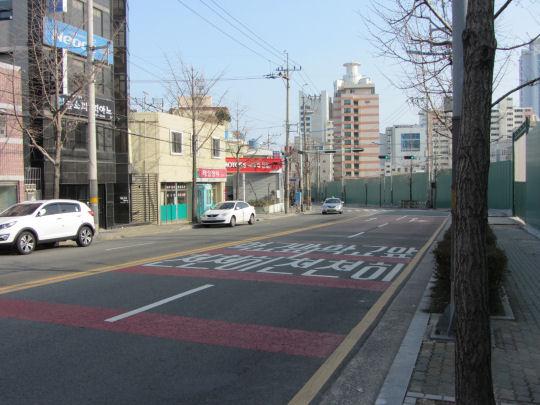 沿街道繼續走往廣安里海水浴場
