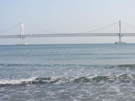 釜山廣安里海水浴場眺望廣安大橋