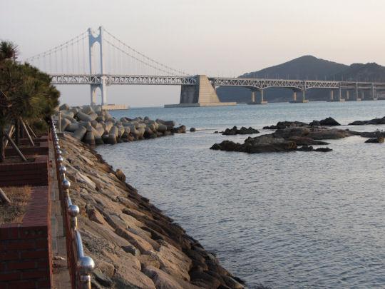 廣安里民樂洞海濱眺望釜山廣安大橋