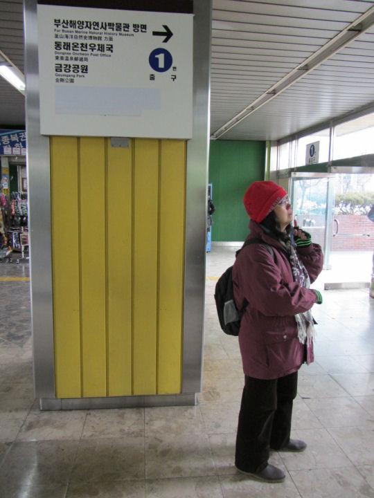 地鐵溫泉場站1號出口走出街道