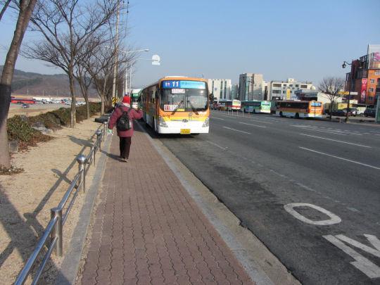 尋找往新羅千禧公園的巴士站位置