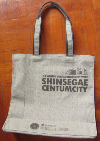 在釜山新世界百貨公司換領的精美購物袋