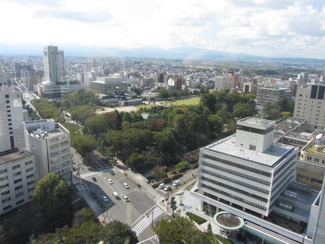 富山市役所展望塔 眺望富山市、富山城址公園