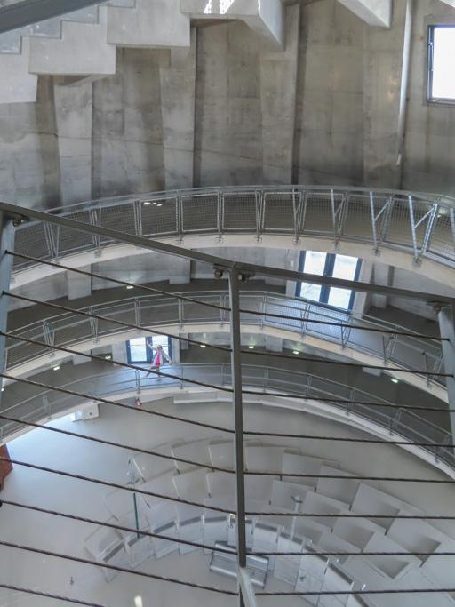 熊本三角港‧海之金字塔 內部螺旋人行坡道
