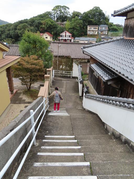 步行下山到長崎大學