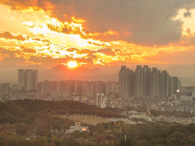 大邱塔觀看日落景色