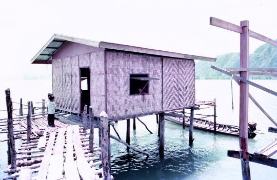 泰國布吉島攀牙灣海中棚屋餐廳洗手間