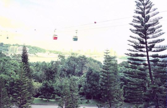 新加坡聖淘沙島乘吊車返新加坡本島