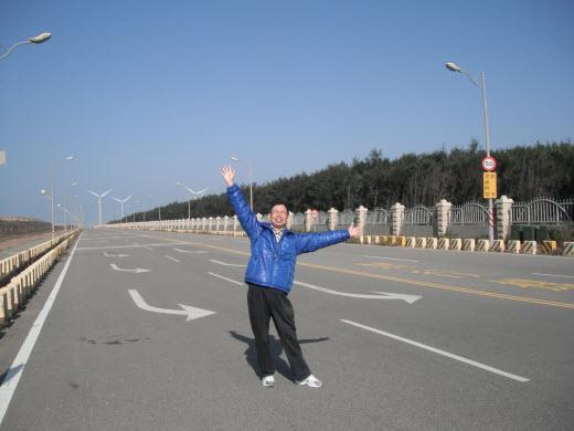 台中梧棲環港北路走到九號風車群