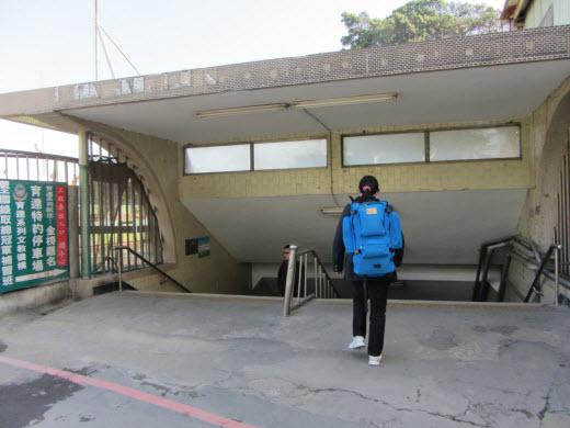 台中火車站人行隧道入口