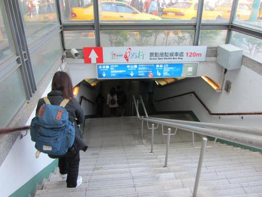 台南火車站步行往普悠瑪商務旅店路線及街景
