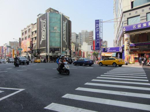 台南中山路和民族路二段交界的十字路口