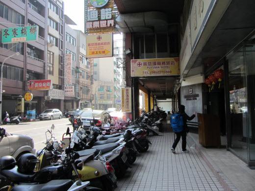 台南 普悠瑪商務旅店