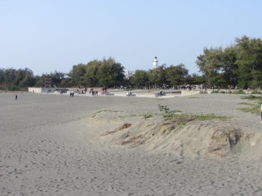 台南安平漁港防波堤、安平燈塔