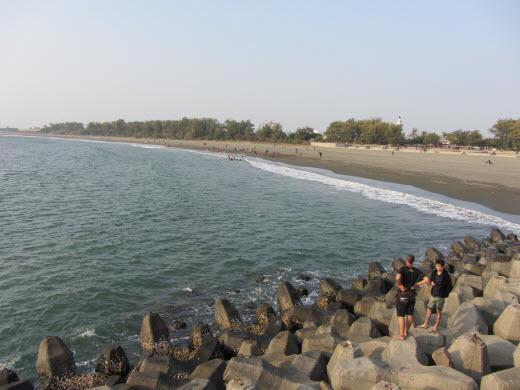 台南安平漁港防波堤