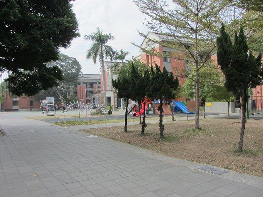 台南友愛街 忠義小學