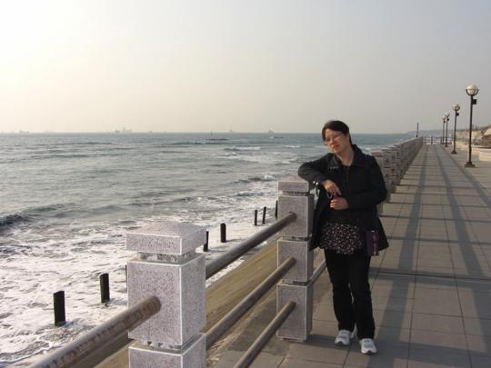 高雄旗津風車公園 海旁的行人步道