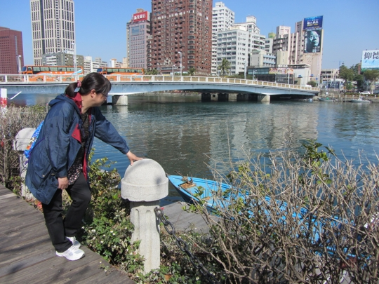 高雄市港河濱公園、高雄橋