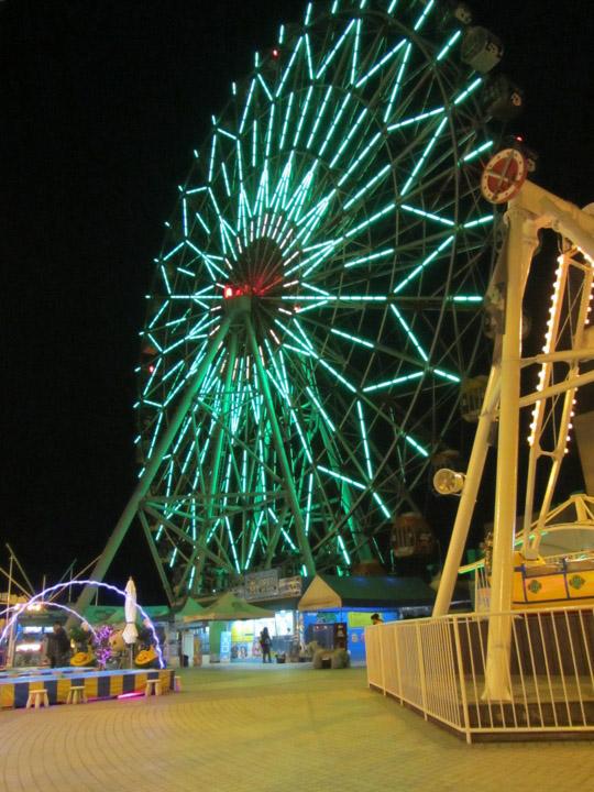 高雄統一夢時代購物中心頂樓遊樂園 摩天輪