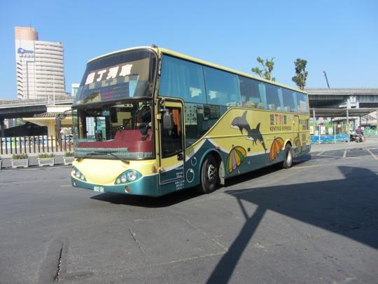 高雄建國二路高雄客運巴士往美濃