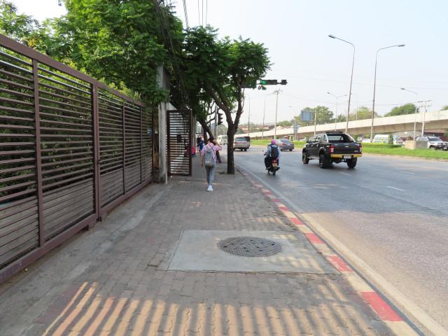曼谷 Mo Chit 2 巴士站步行到詩麗吉王后公園 (Queen Sirikit Park)