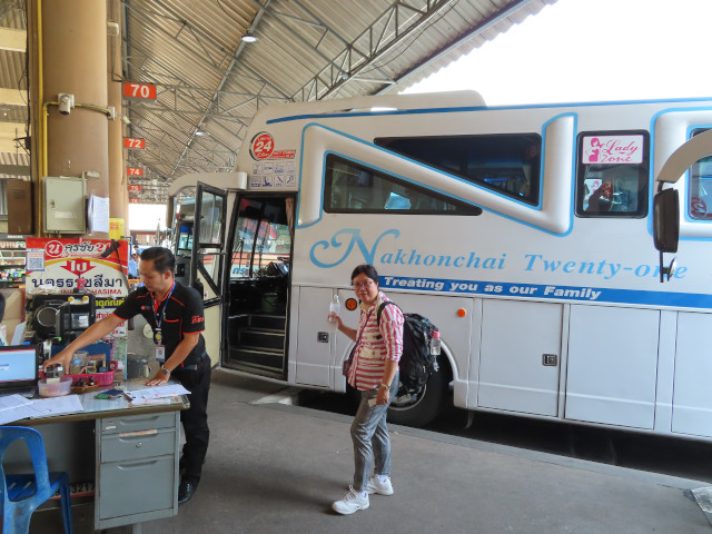 Nakhonchai 21 冷氣巴士