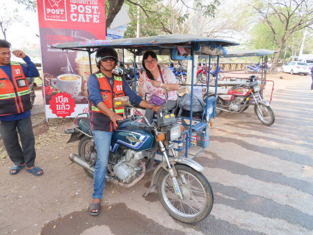 Dan Khun Thot 乘電單車往班麗寺