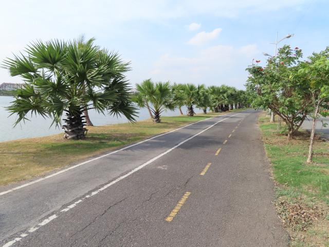 呵叻 Bung Ta Lua Water Park 湖畔緩步徑及腳踏車道