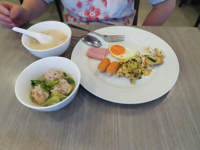 呵叻 Leosor Hotel 早餐