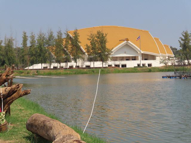 孔敬大學校園 บึงหนองเอียด 公園 Golden Jubilee Convention Hall