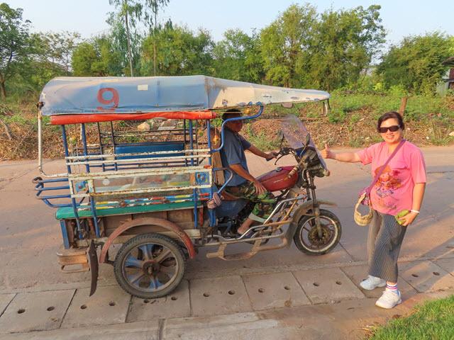Kumphawapi 火車站乘 Tuk Tuk 到 MEE PLACE Resort