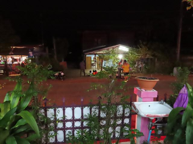 Kumphawapi 村落晚上