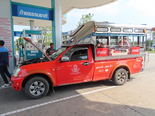 Kumphawapi 乘紅色雙條往烏隆他尼市