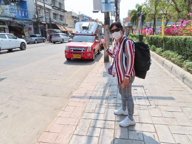 烏隆他尼往 Kumphawapi 紅色雙條巴士站