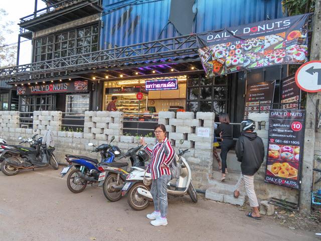 沙功那空 Sakon Nakhon Sa Phang Thong 湖 Daily Donuts