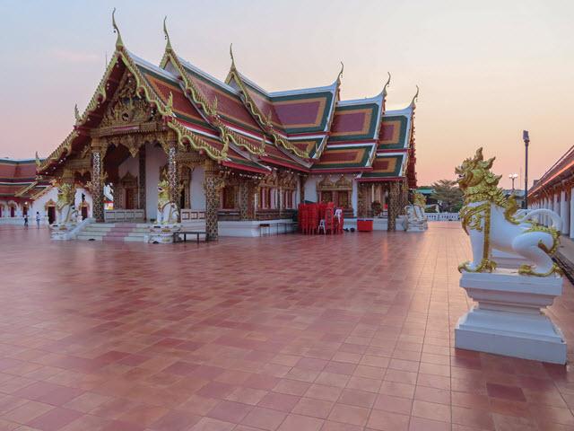 沙功那空 Sakon Nakhon Phra That Choeng Chum