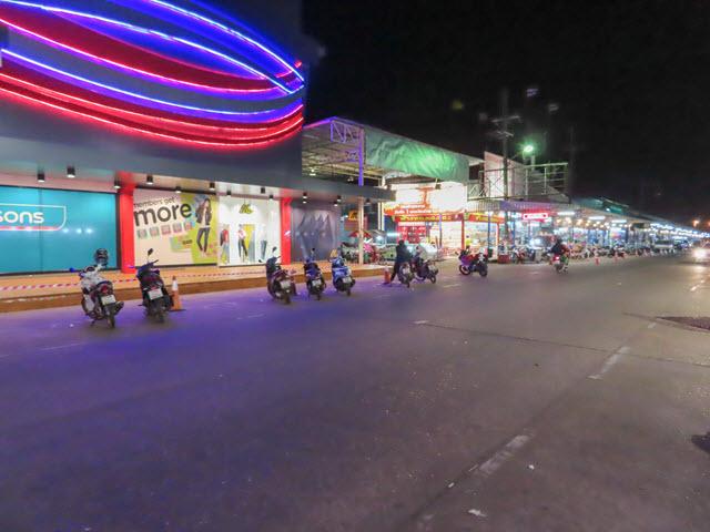 沙功那空 Sakon Nakhon 市中心商場