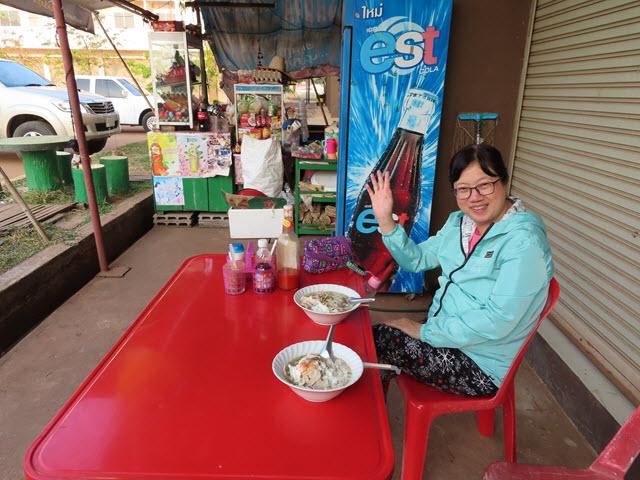沙功那空 Sakon Nakhon 第2巴士站餐館