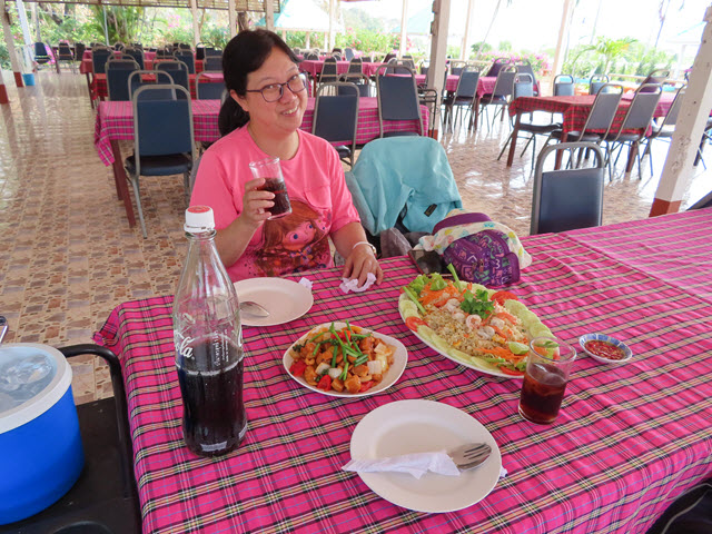 沙功那空 Sakon Nakhon Tha Nam Restaurant