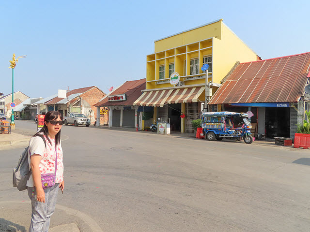 Nakhon Phanom 湄公河周日步行街 Mekong Walking Street