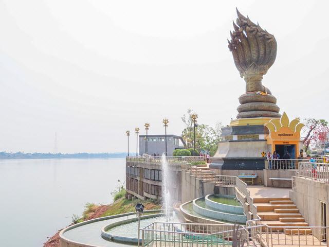 那空拍儂 Nakhon Phanom 湄公河畔 Naga Monument