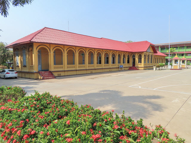 那空拍儂 (Nakhon Phanom) Sunthorn Wichit School