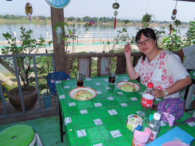 那空拍儂 Nakhon Phanom 湄公河畔 ร้านอาหารตามสั่ง 餐廳