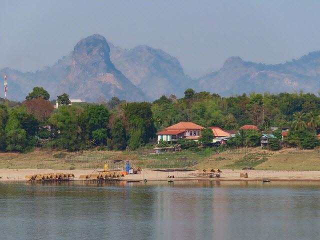 那空拍儂 Nakhon Phanom 湄公河和對岸寮國