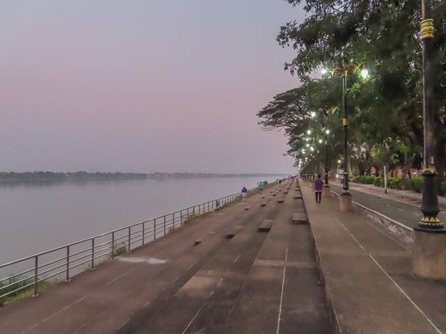 那空拍儂 Nakhon Phanom 湄公河畔步道晚間