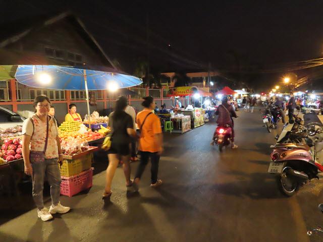Nakhon Phanom Fueang Nakon 街夜市